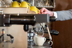 Koffie zetten Lunchroom de Koffiebranderij